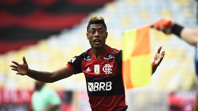 Bruno Henrique, do Flamengo, em ação contra o Santos