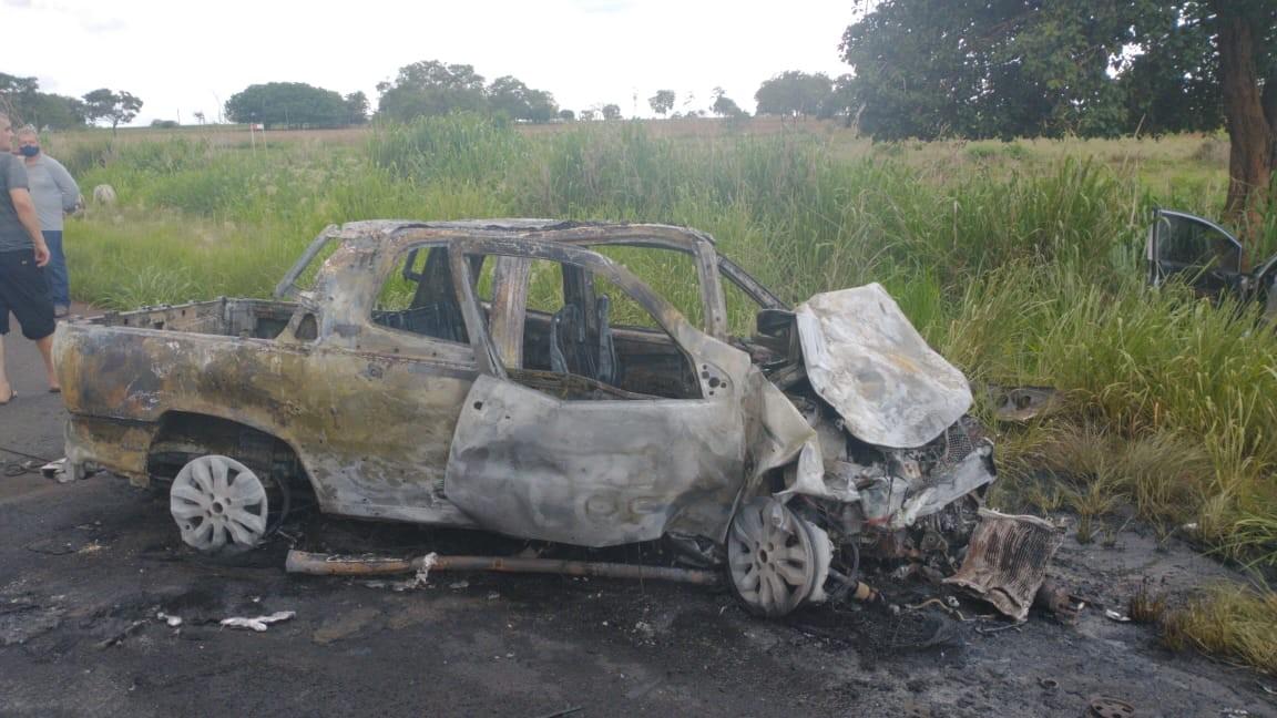 Duas pessoas morrem após batida entre veículos na MG-426 em Iturama