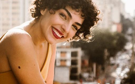 "Julia Konrad Diz Que Está Apaixonada Por Si Mesma: ""É"
