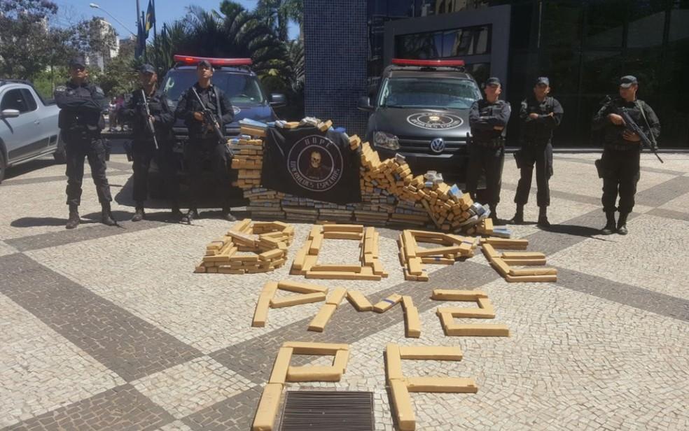Droga foi apresentada na sede da PF, em Goiânia (Foto: Divulgação/Bope)