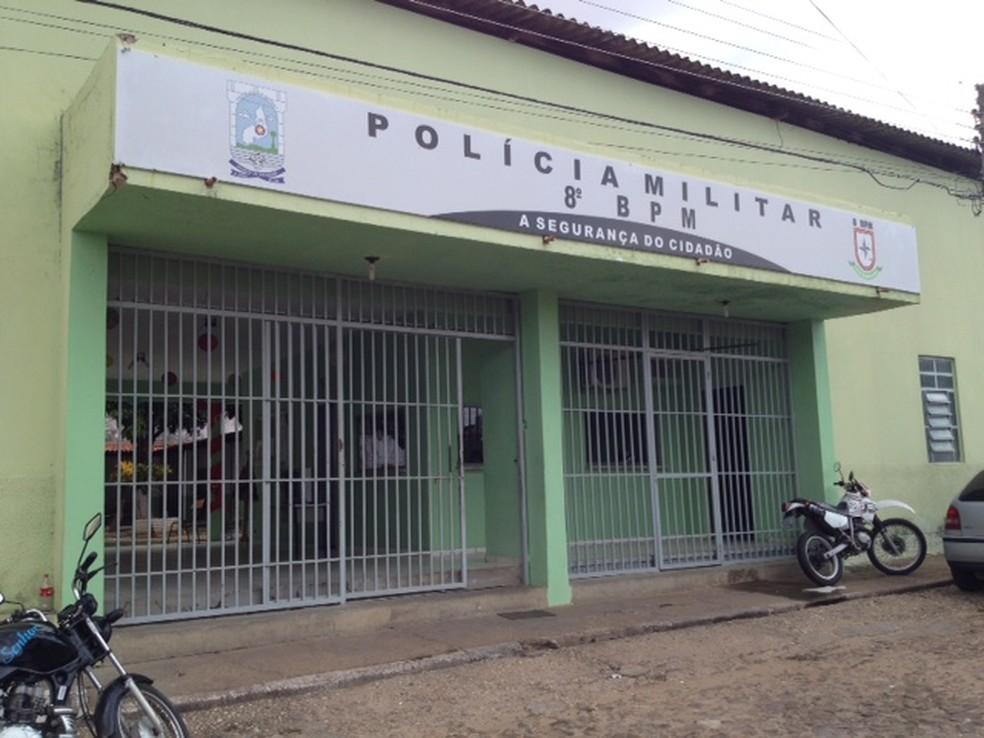 Policiais do 8º BPM atenderam a ocorrência — Foto: Gil Oliveira/G1