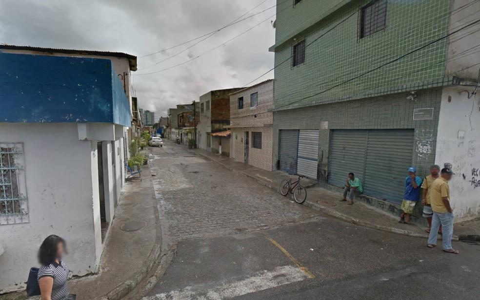 Corpo da vítima foi encontrado na casa onde morava, na Rua Luzilândia, na Ilha de Joana Bezerra, no Centro do Recife (Foto: Reprodução/Google Street View)