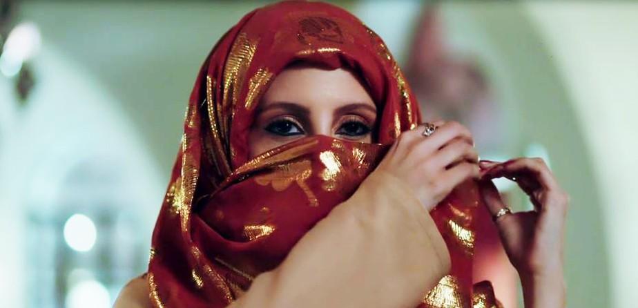 Latifa tira o véu e surpreende Ali em 'Órfãos da Terra'