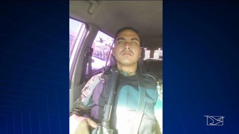 Soldado do Centro Tático Aéreo (CTA), Eduardo da Luz Soares, foi flagrado agredindo um servidor em São Luís — Foto: Reprodução/TV Mirante