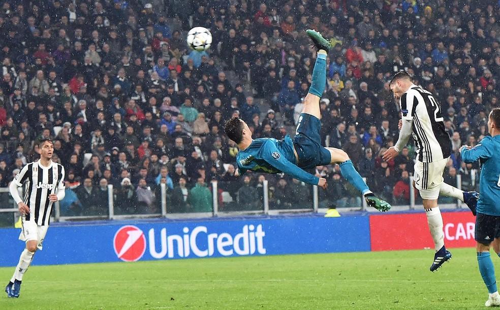 Golaço AÇO AÇO AÇO de Cristiano Ronaldo contra a Juventus — Foto: EFE / ANDREA DI MARCO