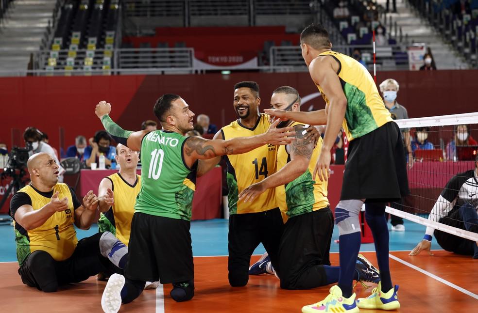 Brasil em atuação contra a Bósnia pelo vôlei sentado masculino — Foto: REUTERS/Issei Kato