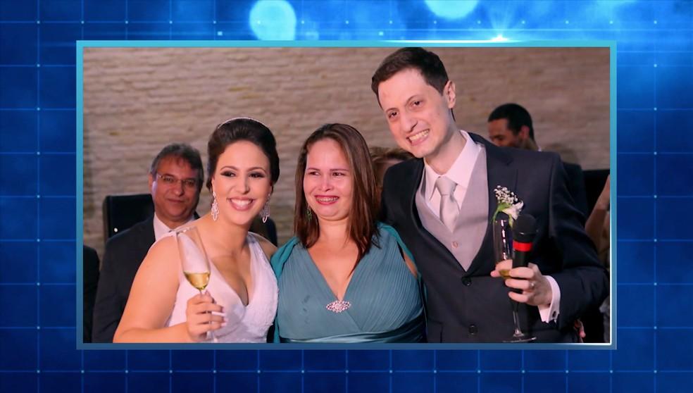 Um ano após o transplante, Elza vai à festa de casamento de Ana Gabriela e Gabriel — Foto: Reprodução/TV Globo