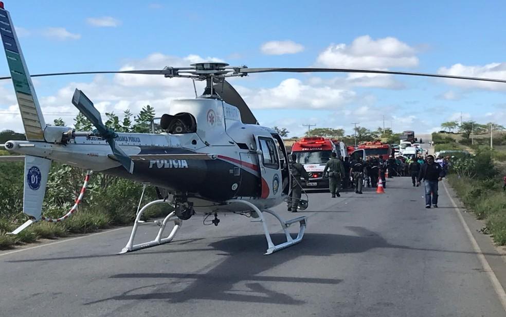 Helicóptero do GTA ajudou no resgate (Foto: GTA/SSP)