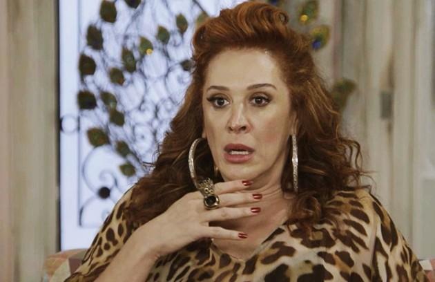 Na segunda-feira (24), Lidiane (Claudia Raia) não aceitará o dinheiro que Mercedes (Totia Meireles) lhe oferecerá para deixar Quinzão (Alexandre Borges) (Foto: TV Globo)