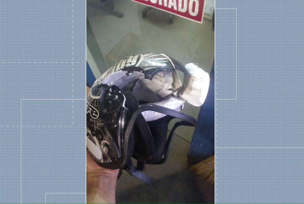 Motociclista estava dentro de uma borracharia e foi atingida na cabeça, em Maringá — Foto: Reprodução/RPC