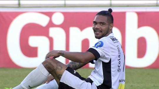 Após cotovelada de árbitro, atacante do Braga trata lance com bom humor; assista