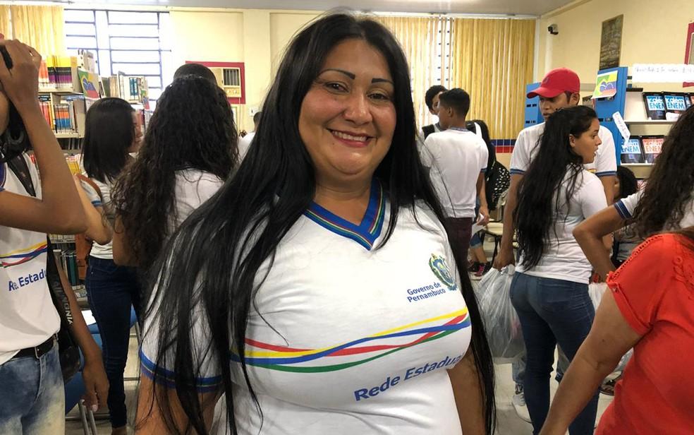 Morando em Igarassu, no Grande Recife, Evelin Cabrera tem 60 familiares venezuelanos que se refugiaram no Brasil (Foto: Pedro Alves/G1)