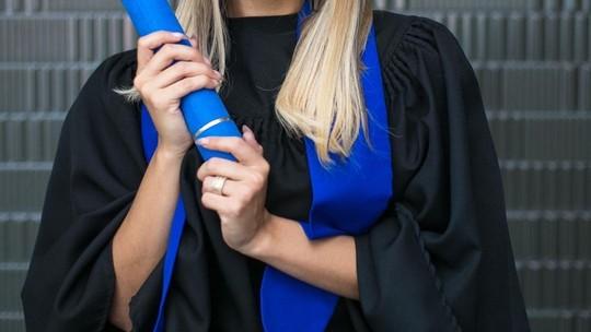Lexa se forma em Marketing e celebra: 'A educação é o caminho'