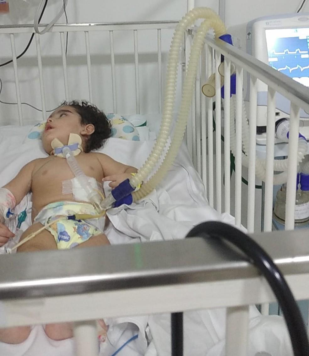 Bebê aguarda por tratamento médico em casa após sobreviver a afogamento em Santos, SP — Foto: Arquivo Pessoal