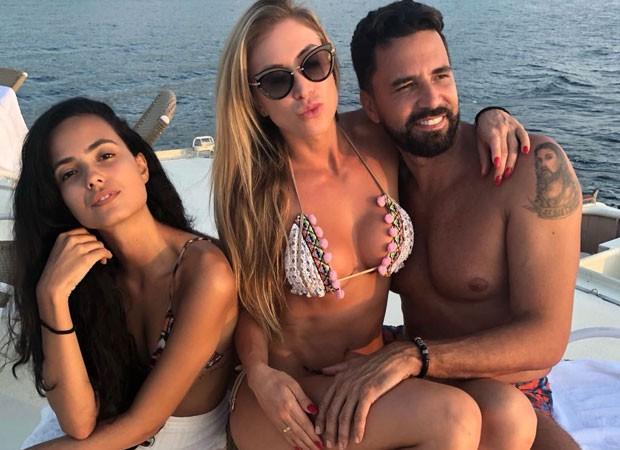 Dayanna Maia com Jéssica Rodrigues e Latino (Foto: Reprodução)