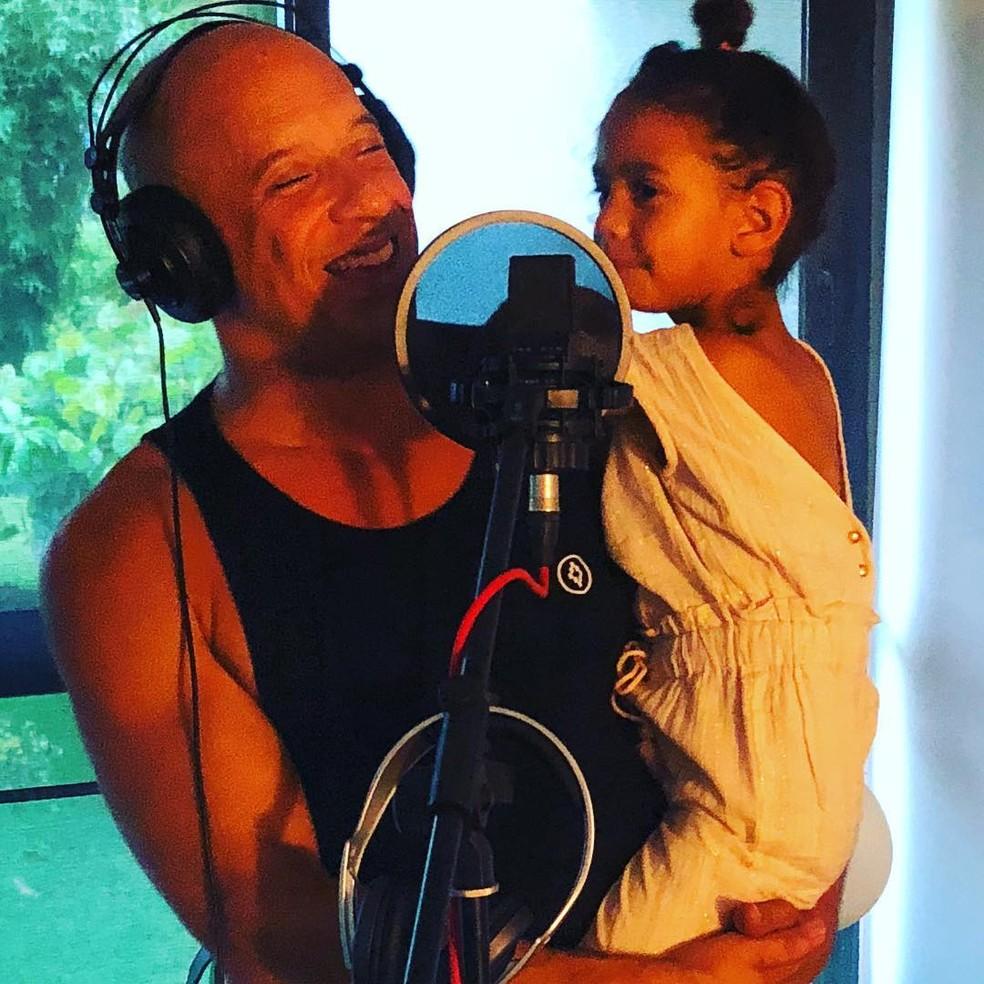 Vin Diesel trabalhando ao lado da filha — Foto: Reprodução/Instagram