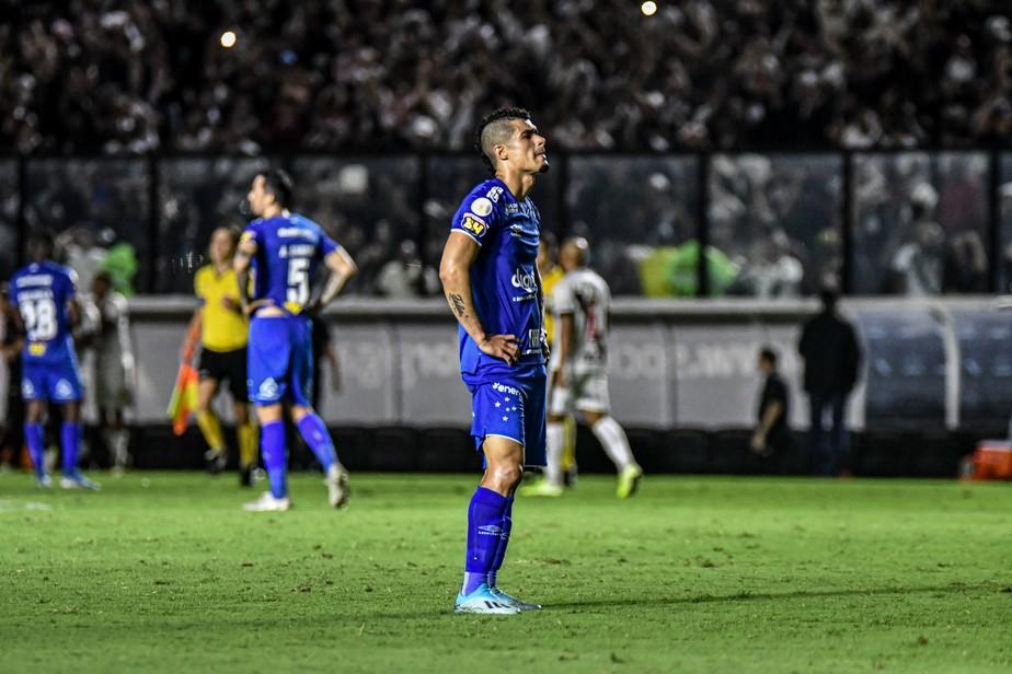Do choro  f na salvao Cruzeiro vai da desolao  reanimao em crer na fuga do Z-4