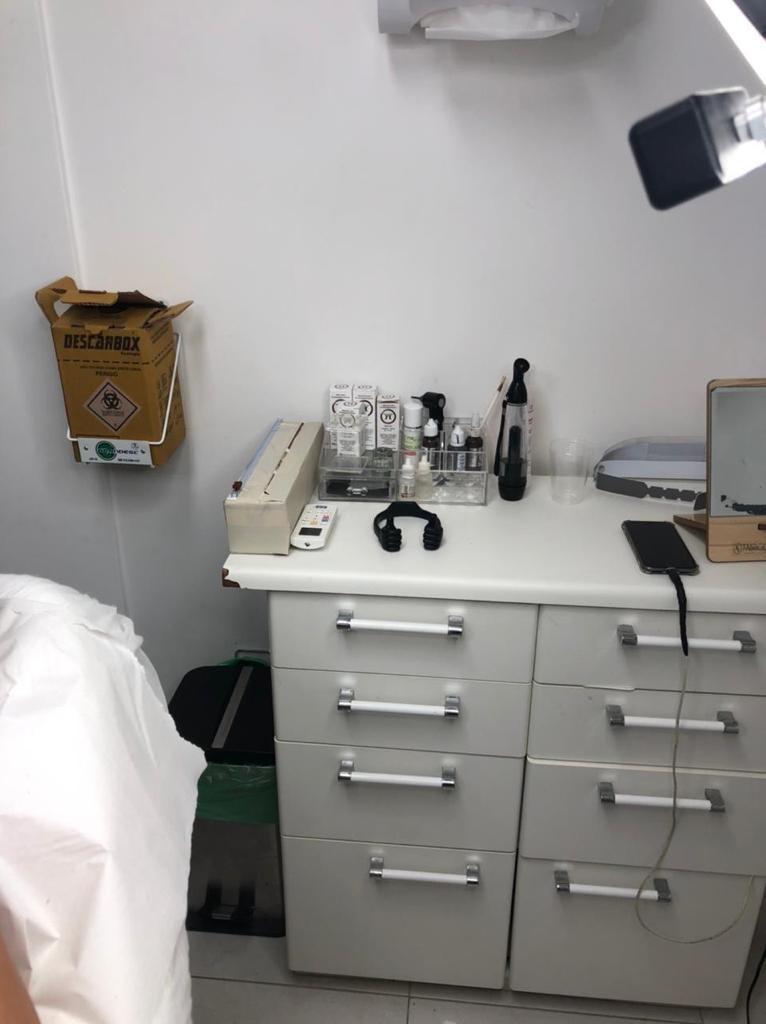 Estudante de odontologia é presa ao ser flagrada fazendo procedimentos de harmonização orofacial em Salvador
