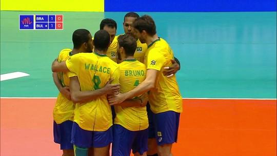 3º set: Maurício Souza começa sacando e o Brasil sai na frente, 1/0