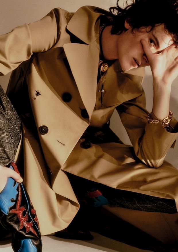 Casaco, Dior; calça, R$ 529, Cholet (Foto:  Rafael Pavarotti)
