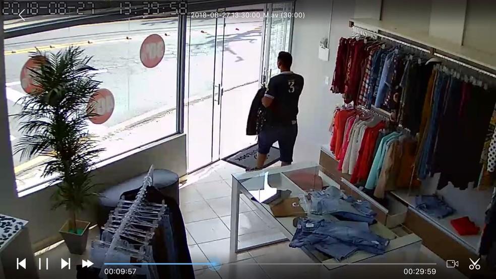 Rapaz foi identificado depois de ação em loja de roupas em Votorantim (Foto: Arquivo pessoal)