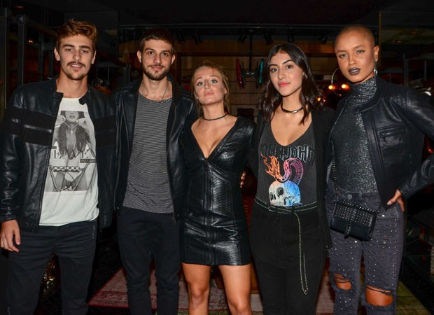 Bruno Montaleone, Chay Suede, Bruna Griphao, Maju Trindade e Cris Paladino (Foto: Eduardo Martins/Agnews)