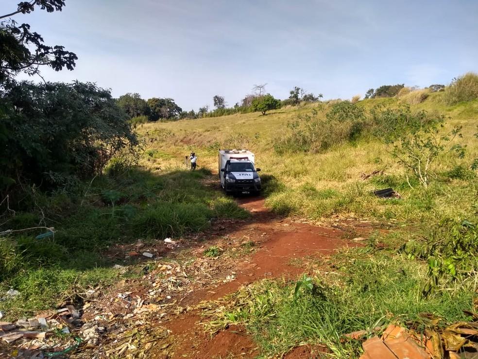 Corpo de criança foi encontrado em um fundo de vale, em Londrina — Foto: PM/Divulgação