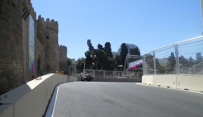 Saída da curva 8, em subida, piloto não vê a saída da curva 9. Trecho também modificado Circuito de Baku Azerbaijão Formula 1 (Foto: Livio Oricchio)
