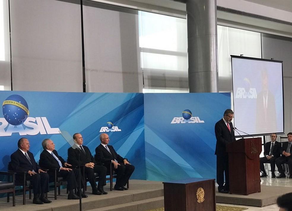 O novo ministro da Justiça, Torquato Jardim, ao discursar no Palácio do Planalto (Foto: Reprodução/Twitter da Presidência da República)