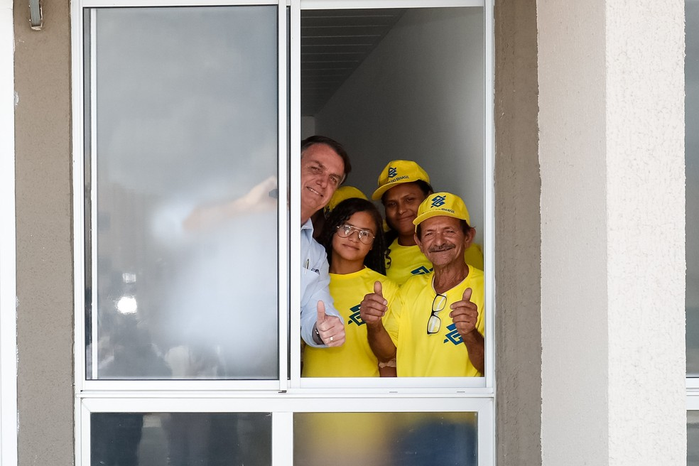 O presidente Jair Bolsonaro durante visita ao conjunto habitacional Aluízio Campos, em Campina Grande, na Paraíba — Foto: Alan Santos/Presidência da República