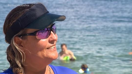 Projeto social promove aulas de natação na praia da Barra