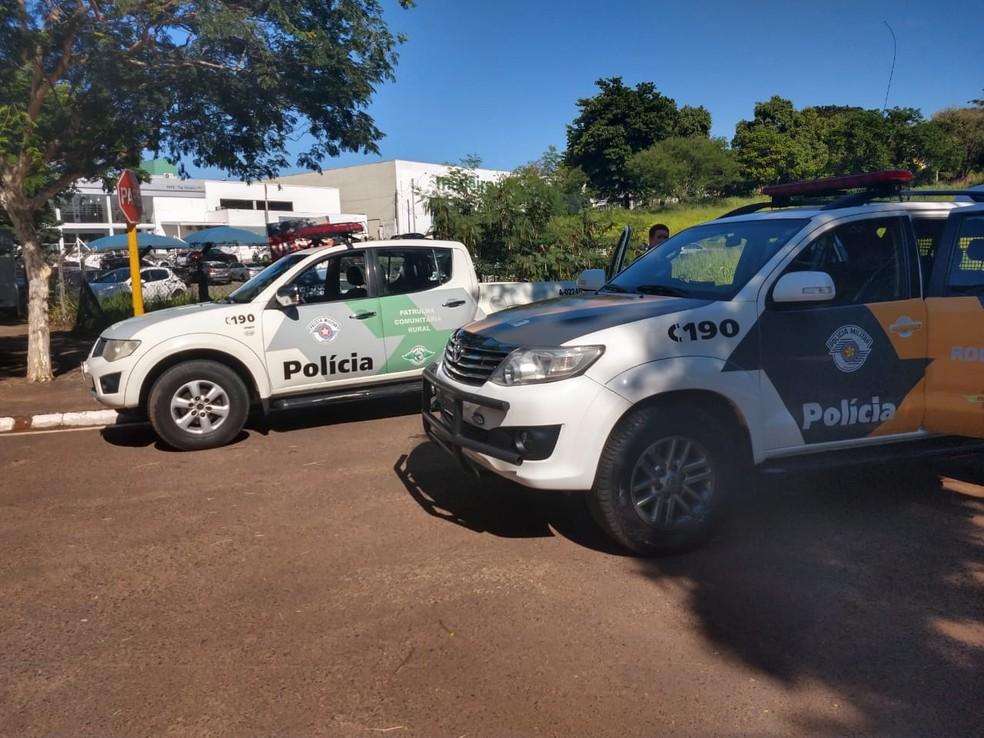 Polícia Rodoviária encontra filhote de tucano e de macaco com passageiros de ônibus na Rodovia Marechal Rondon, em Bauru. — Foto: Polícia Rodoviária/Divulgação