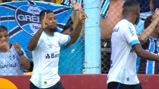 Marinho sai do banco, marca em goleada e se desculpa com a torcida do Grêmio