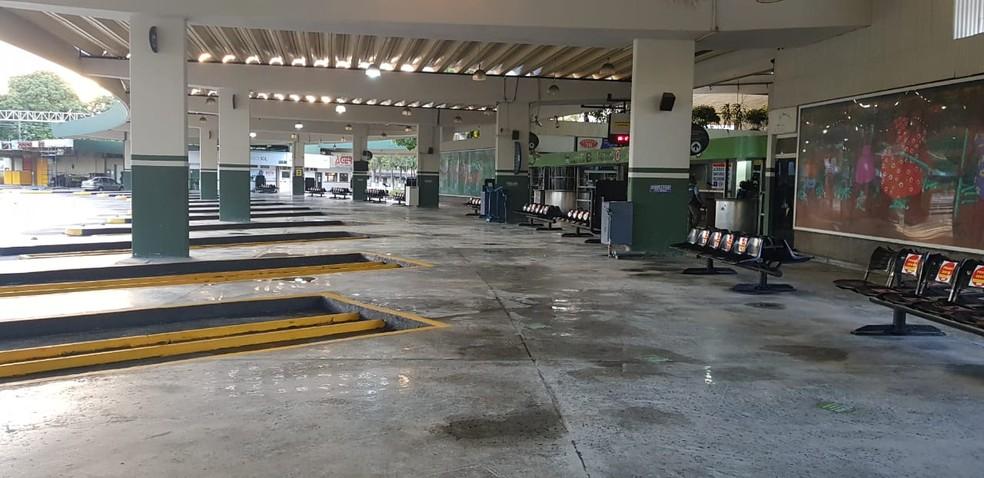 Apesar de aberta, rodoviária estava vazia na manhã desta segunda-feira (10), em Salvador — Foto: Sérgio Pinheiro/TV Bahia
