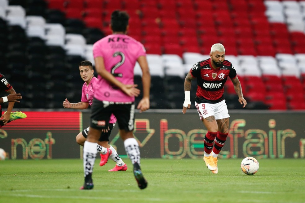 Gabigol na partida contra o Del Valle — Foto: Staff Images / CONMEBOL