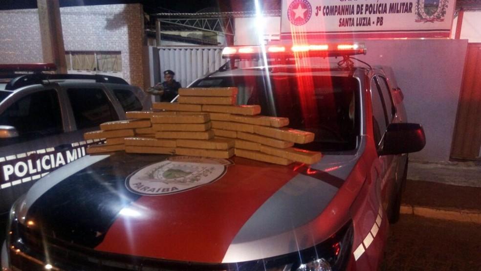 Droga foi recolhida quando seguia de Goiânia para João Pessoa (Foto: Tenente Anselmo/Polícia Militar da Paraíba )