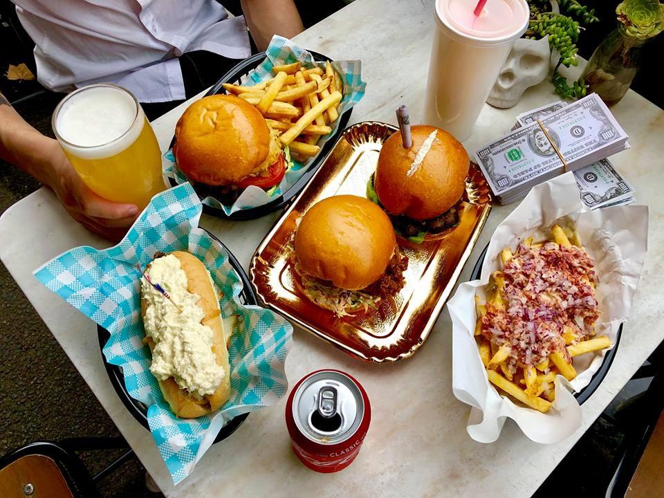 Hambúrgueres e outras comidas do restaurante Pablo's Escoburgers (Foto: Pablo's Escoburgers/Facebook)