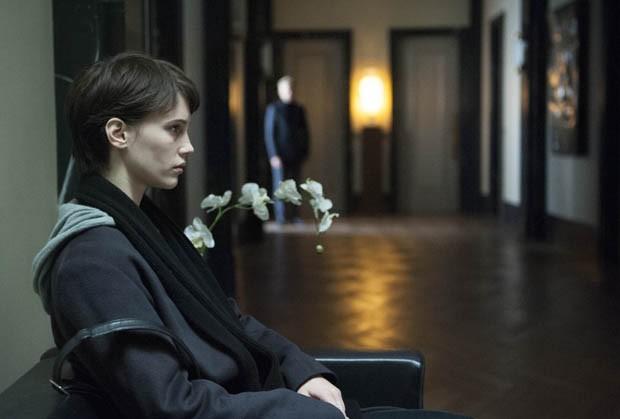 'O Amante Duplo': como a decoração do set ajuda a desvendar o thriller psicológico de François Ozon (Foto: California Filmes/Divulgação)