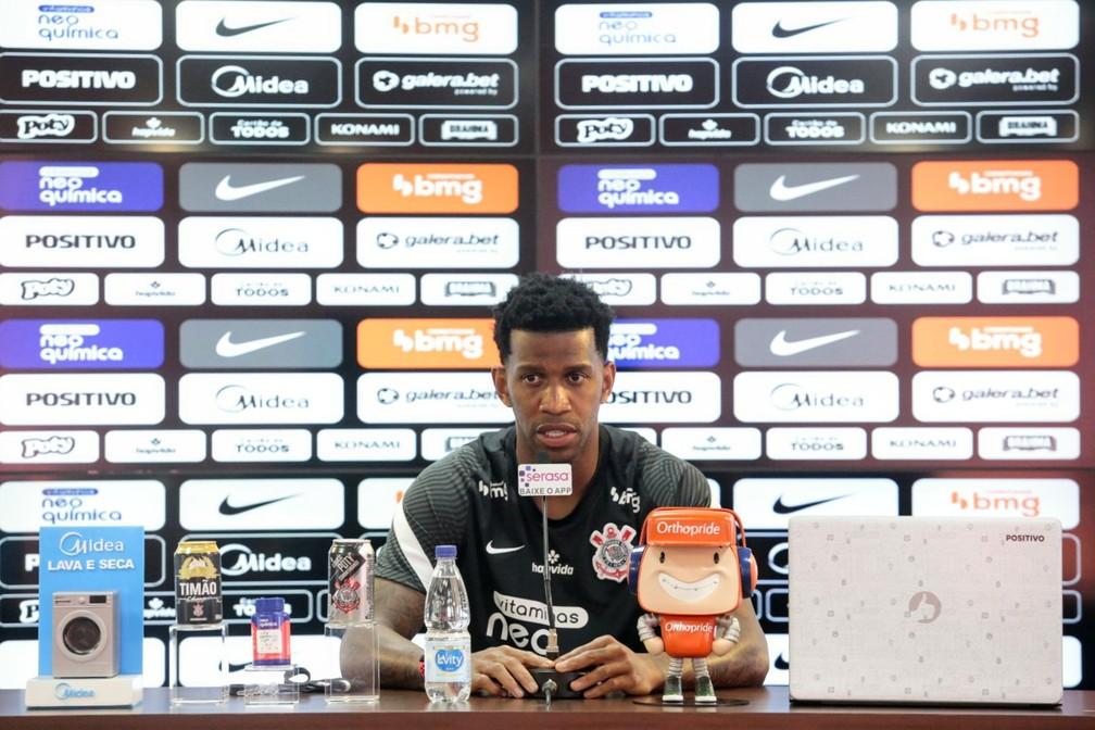 """""""Tentar conquistar coisas maiores"""", Gil celebra reforços do Corinthians"""