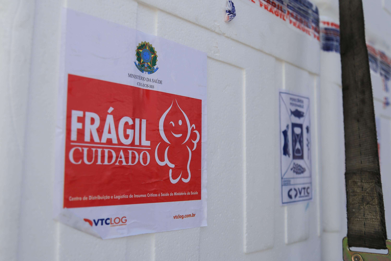 Após atraso, governo diz que vacina chega a Alagoas depois das 20h