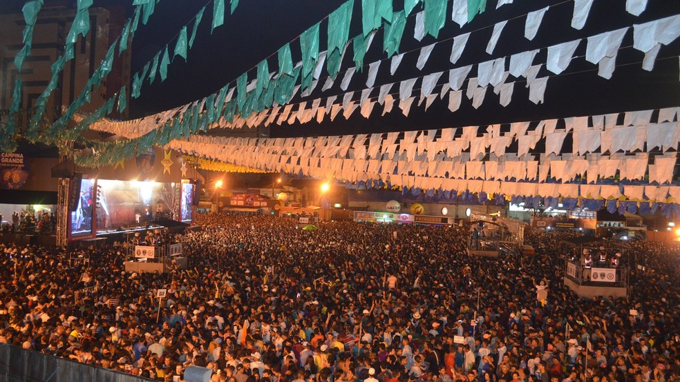 Milhares de pessoas lotaram o Parque do Povo, em Campina Grande, no Maior São João do Mundo 2017 (Foto: Kamylla Lima/G1)