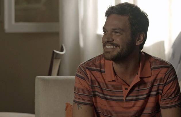 Emilio Dantas é o malandro Rubinho. Em busca de vida boa, ele se envolve com o tráfico de drogas (Foto: Reprodução)