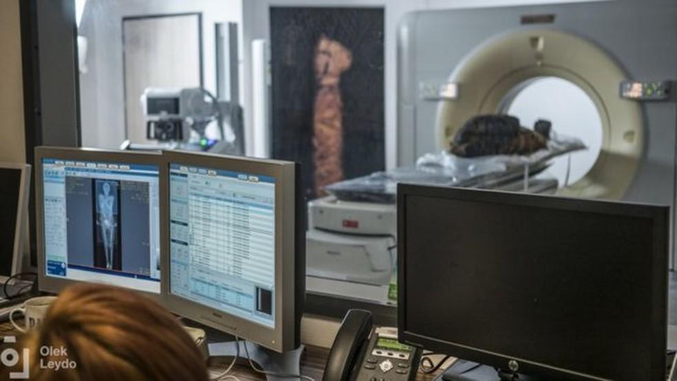 Tecnologia vem auxiliando trabalho arqueológico — Foto: Warsow Mummy Project/Via BBC
