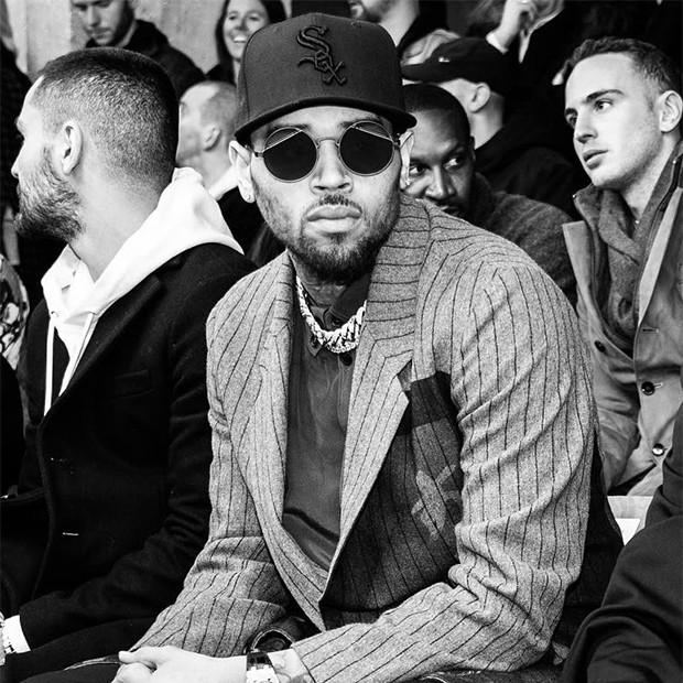 Chris Brown é preso na França acusado de estupro