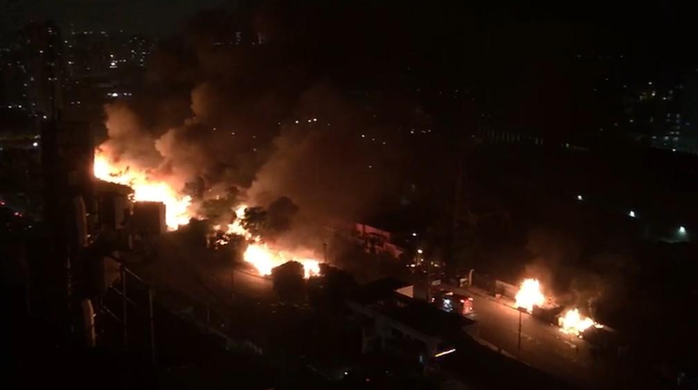 Incêndio atinge favela no entorno do Viaduto Bresser  — Foto: Arquivo pessoal