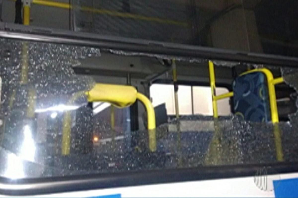 15 ônibus saem de circulação após terem sido atacados por vândalos em Suzano