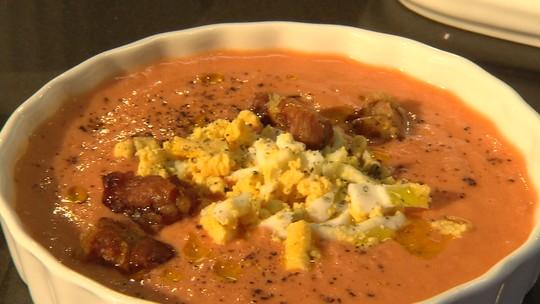 Aprenda a fazer sopa fria usando água e sal