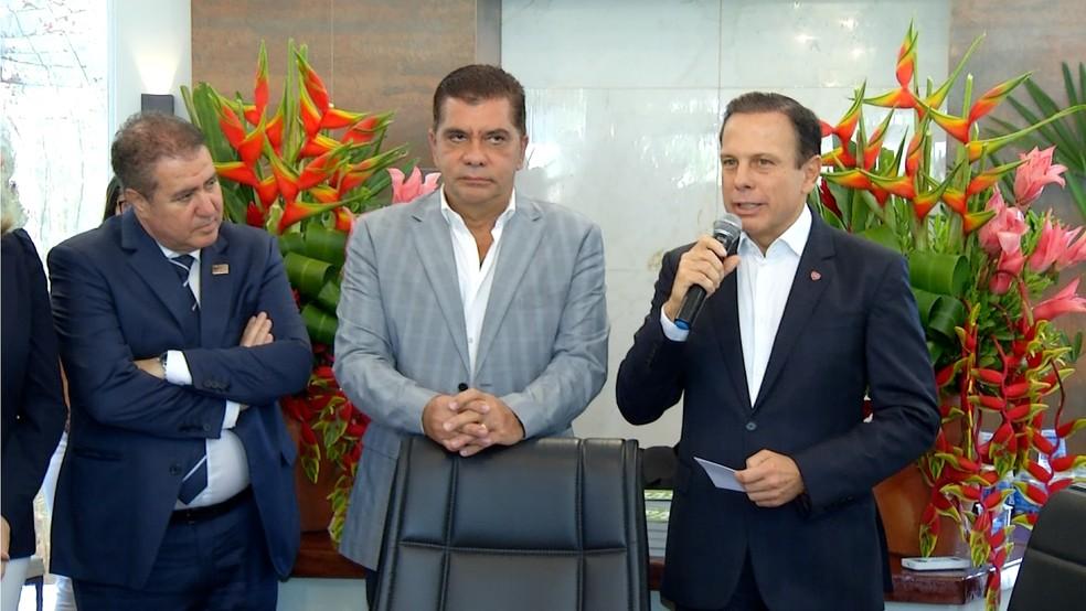 Prefeito de São Paulo, João Doria (esq.) durante visita em Palmas (Foto: TV Anhanguera/Reprodução)