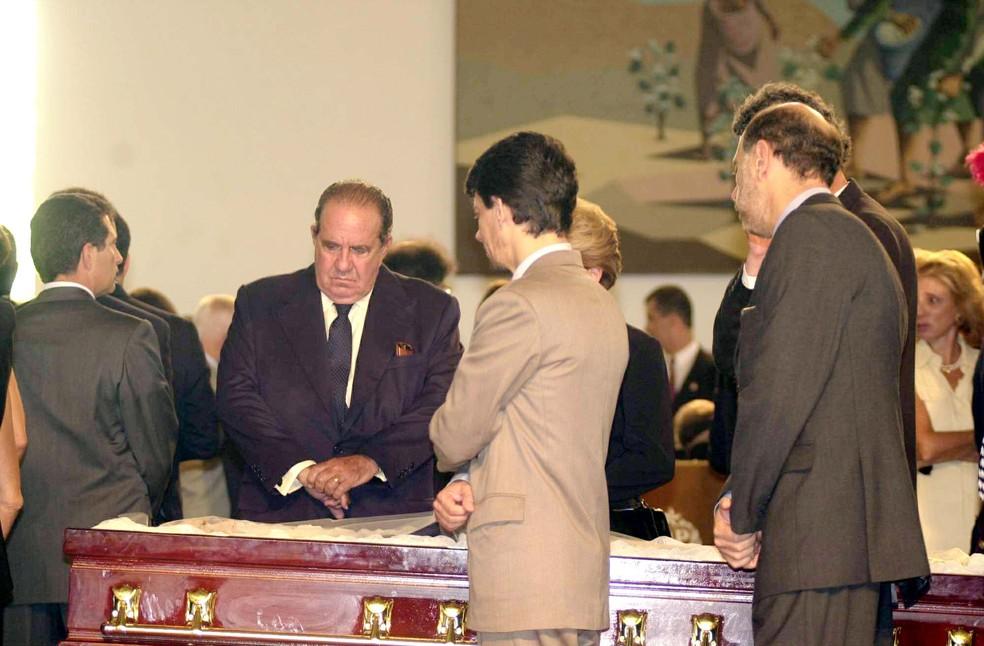 Paulo Egydio Martins durante o enterro do ex-governador de São Paulo, Mario Covas Filho, morto em 2001, em virtude de um câncer. — Foto: Divulgação/GESP