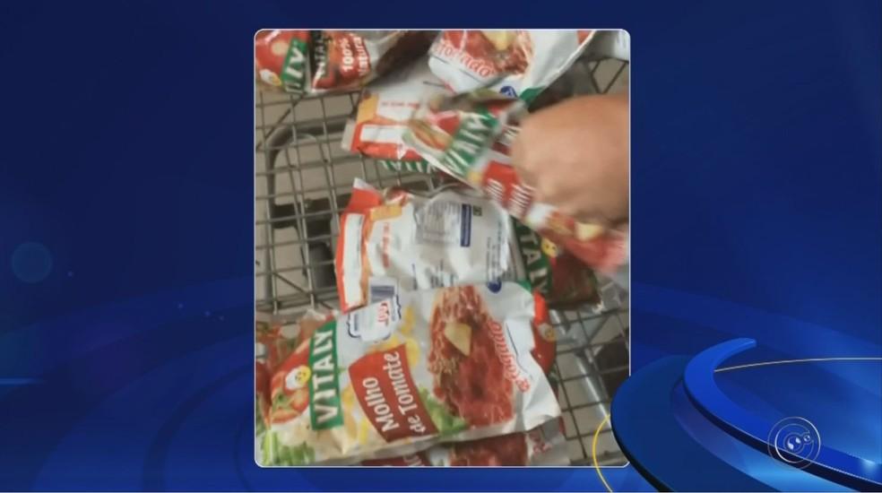 Produtos da merenda escolar estavam sendo vendidos em Itapetininga (Foto: Reprodução/TV TEM)